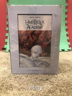 The Umbrella Academy Book & Figure Set Gerard Way & Gabriel Ba Dark Horse Comics